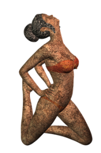 sculpture femme fine en maillot de bain