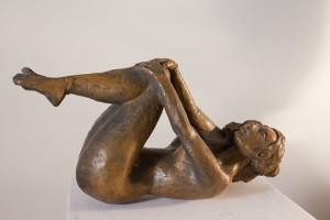 sculpture femme nue sur le dos